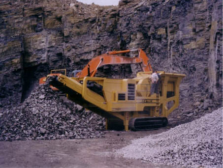 EXTEC c12 mobile track crushers and screens