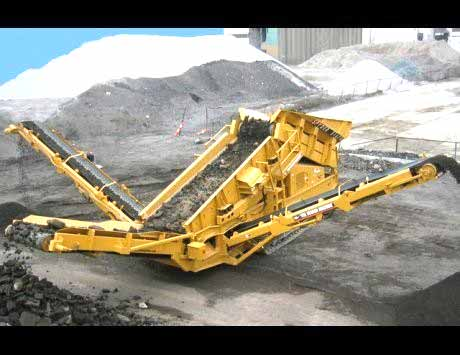 New design in tracked portable vibrating screen
